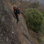 岩場の狭いトラバース(振り返り撮影)