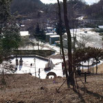 右下に湖畔の宿広場