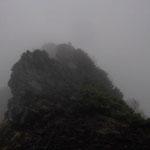 横岳(奥の院)へ向かう