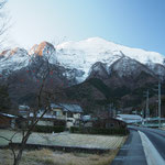 早朝の武甲山