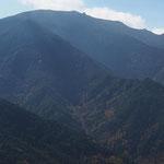 中央上に金峰山・五丈岩(南方)