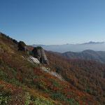 手前西側がジジ岩・東側がババ岩(かなり大きい)らしい   白毛門のシンボル
