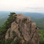 女体山から見る男体山