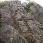 女体山へのクサリ