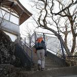 山頂に神社