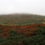 栗駒山々頂はいまだ雲の中