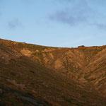峰の茶屋方向に朝日が当たる