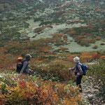 三本槍岳への登り道で振り返る
