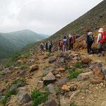 峰の茶屋から登山口に向う