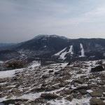 (山頂東側方向)籠ノ登山.奥は浅間山