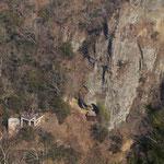 崖下には観瀑台
