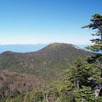 朝日岳西側から金峰山(右側)