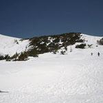 右側の雪面を登り左側を降りた。