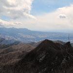 左側が赤城山
