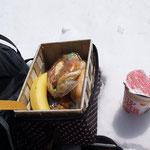 パン1個・ミニカップ麺・バナナ1個