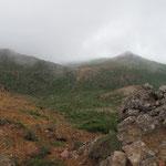 先ほどの峰の辻が見える。右手に篭山