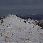 北峰(右奥は白根山)