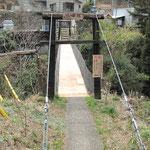 吊り橋(端仙橋)を渡るとすぐ車道