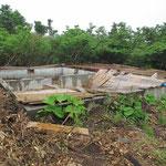 壊れた避難小屋
