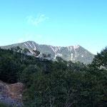 女峰山(右)帝釈山(左)