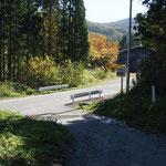 林道歩き約30分で車道に・車道歩きあと約20分