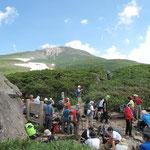 黒ボコ岩(分岐)奥に御前峰