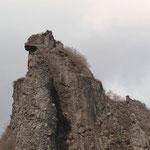 納得の「獅子岩」中央にクライマー3人