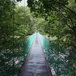 橋を渡ると右手に広河原山荘