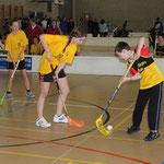 Im Unihockey gehts auch gegen Jungs.