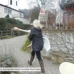 2-40 Carmen Weitzel auf dem Weg zum Tierarzt