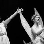 Marelize Gerber (Hébé) & Cécile Achille (Amour) in Les Indes Galantes - J-P Rameau Foto: Janusz Sytek ©