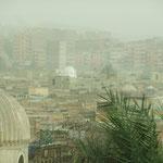 Blick auf die Stadt der Toten in Kairo