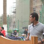 Der klassische Ägypter lockt Kundschaft in sein Café