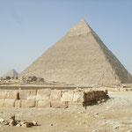 Daneben die Chefren-Pyramide