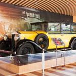 Im Außenbereich gibt es noch einige größere Ausstellungsstücke zu sehen, wie z.B. eine Dampflokomotive und das erste in Malaysia gebaute Auto (den Proton)