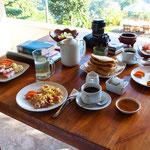 Frühstück wurde jeden Morgen serviert - traumhafter Ausblick inklusive