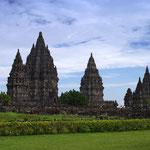 Prambanan ist die größte hinduistische Tempelanlage Indonesiens und befindet sich etwa 18 km östlich von Yogyakarta - seit 1991 UNESCO Weltkulturerbe