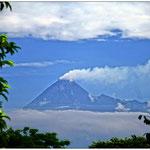Blick auf den aktiven Vulkan Merapi