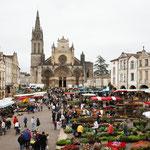 les marchés locaux: découvrir les produits du terroir dans des sites chargés d'histoire ( Cadillac, Bazas, Villandraut...)