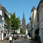 Fußgängerzone Kevelaer mit Basilika St. Marien