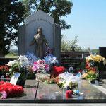 """Am 25. Nov. 2000 sagte die Gospa in der Monats-Botschaft an Marija u.a. """"Freut euch mit mir, euer Bruder Slvako wurde in den Himmel geboren. Er hält dort Fürsprache für euch!"""" - Hier: Sein Grab"""