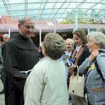 Pilger begrüßen Pater Tomislav