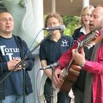 Sänger Jo Landers mit der Gruppe Totus tuus
