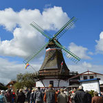 Maibaum aufstellen Engel Mühle
