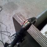 Säge Anschlussleitung sehr stark beschädigt - elektrischer Stromschlag droht!