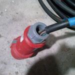 Kabel aus CE-Stecker gerissen, Zugentlastung nicht mehr gegeben