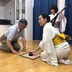 2017/7/30 陸前高田の公営住宅にて。遠野山里ネットの菊池さんに「こんぴらふねふね」デモ実演にご協力いただきました。