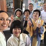 2017/7/30 陸前高田コミュニティホールにて。昨年も陸前高田でお会いした踊りの先生、演芸会に参加されていた「ばっぱダンサーズ」の方、いつも東北公演をサポートしてくださるお二人と。