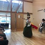 2017/7/31 大槌の公営住宅にて。踊り子ゆっこが学生時代から地元に通って習った「中野七頭舞」をベースにアレンジした踊り。