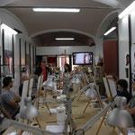 CCraig Fraser preapara le postazioni per il corso di custom painting